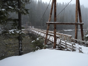 The bridge from parking to the trailhead.